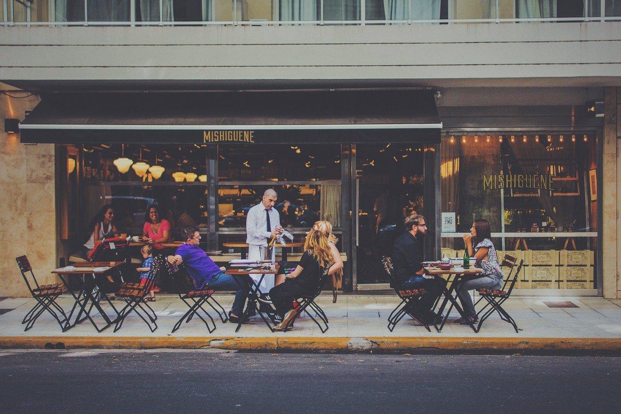 Crece la confianza de los consumidores a medida que se retoma la vida no-virtual